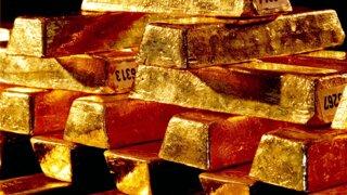 Ak máte akcie, mali by ste mať aj zlato. Ako na to, radí ekonóm