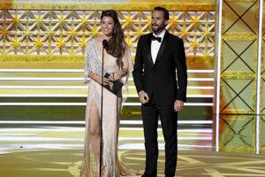 Jessica Biel a Joseph Fiennes odovzdávajú cenu