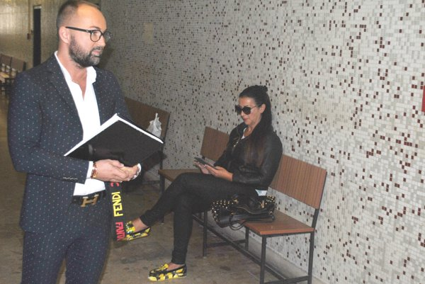Kabrheľ s manželkou Norou prišli na súd zbytočne.