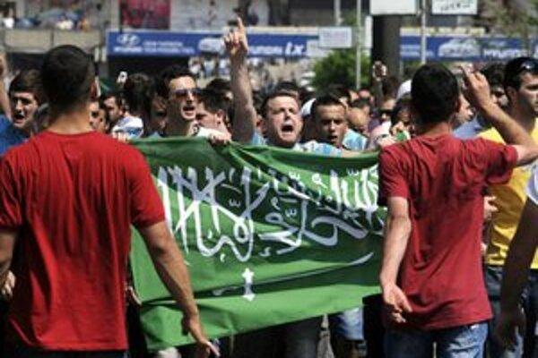 Protest na podporu islamistov v Skopje.