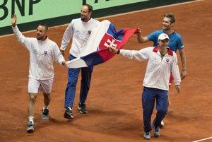 Slovenskí tenisti, ktorí zdolali Poľsko.