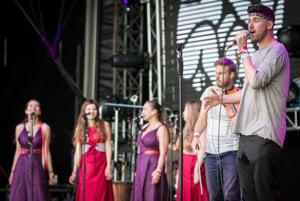 Kapela Ľudové mladistvá a spevák Samuel Hošek na festivale Pohoda.