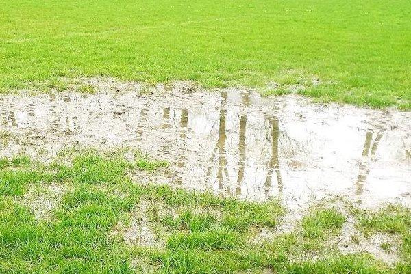 Dážď výrazne skomplikoval piate kolo.