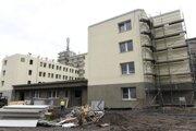 Nové operačné sály a zrekonštruovaný monoblok začne Nemocnica s poliklinikou Prievidza so sídlom v Bojniciach využívať začiatkom budúceho roka.