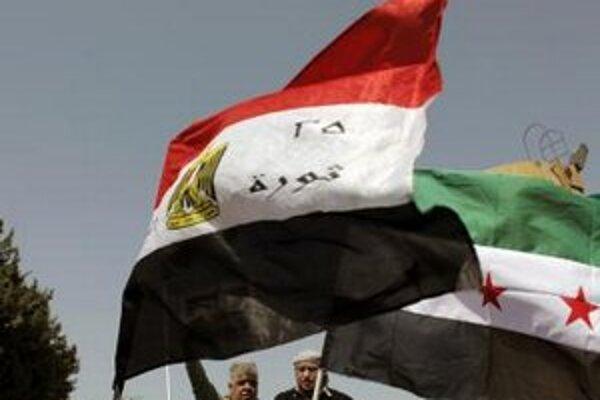 Väčšina Sýrčanov sa chce vyslobodiť z režimu dlhoročného prezidenta Bašára Asada.