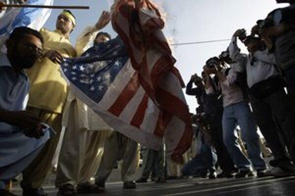 Protesty proti Američanom sa už odohrávajú aj v Pakistane.