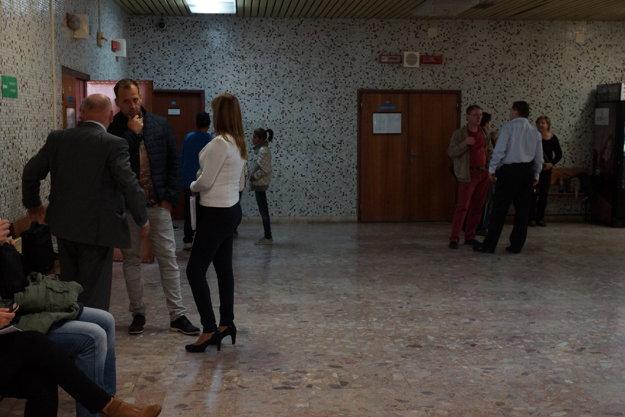 Paška s advokátom BPMK. Prišiel sa pozrieť na súd so svojím bývalým podriadeným.