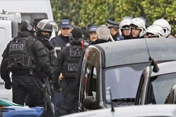Atentátnik pred smrťou zranil troch policajtov.