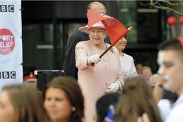 Anglická kráľovná Alžbeta II. odštartovala hľadanie nového sluhu. Cez inzerát.