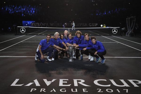 Európsky výber sa raduje z trofeje pre víťaza Laver Cupu.