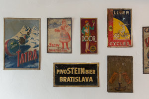 Kaviareň Prešporák je už vybavená historickými predmetmi.