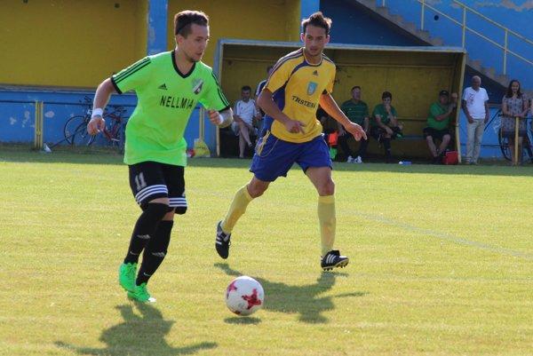 Jediný gól Trstenej strelil v Staškove Anton Palider (v žltom).