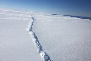 Trhlina v ľadovci Pine Island, ktorú spozorovali 4. novembra 2016 počas misie IceBridge.