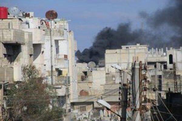 Stúpajúci dym nad Homsom.