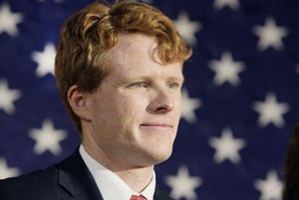 Mladý právnik Joseph P. Kennedy III. je vnukom slávneho senátora Roberta Kennedyho, ktorý je zase bratom zavraždeného prezidenta Johna Fitzgeralda Kennedyho