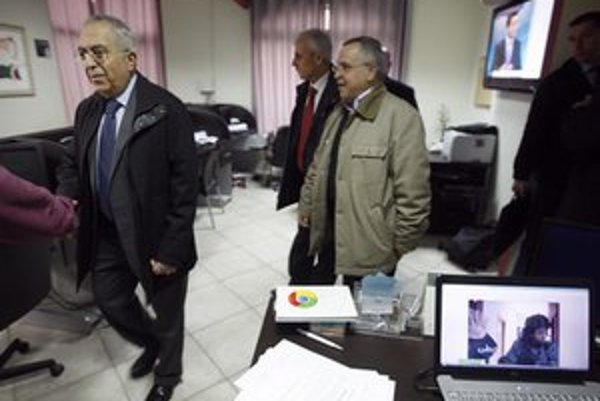 Sídlo telvízie po razii navštívil aj palestínsky premiér Salám Fajád.
