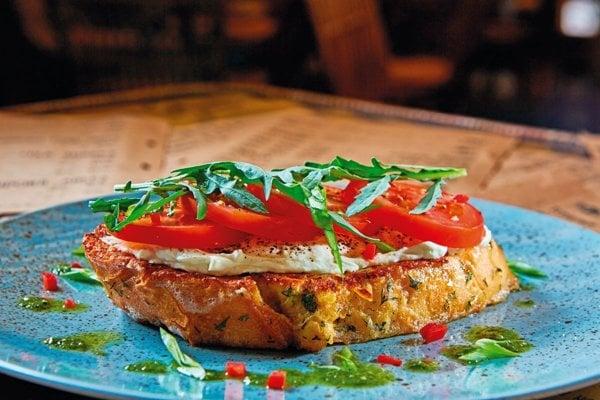 Bruschetta s rajčinami a mozzarellou