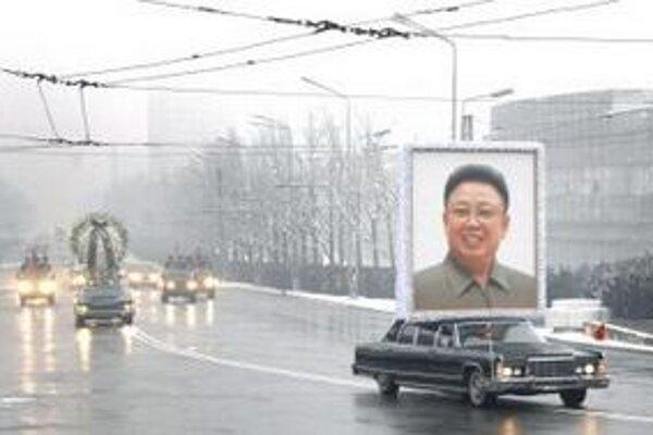 Portrét zosnulého severokórejského vodcu Kim Čong-ila počas jeho pohrebu v Pchjongjangu.
