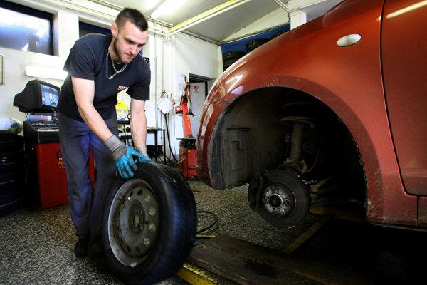 Na prezutie pneumatík sa dá objednať aj vopred.