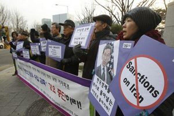 Demonštrácia proti sankciám Iránu.