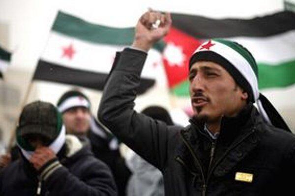 Demonštranti proti prezidentovi Asadovi.