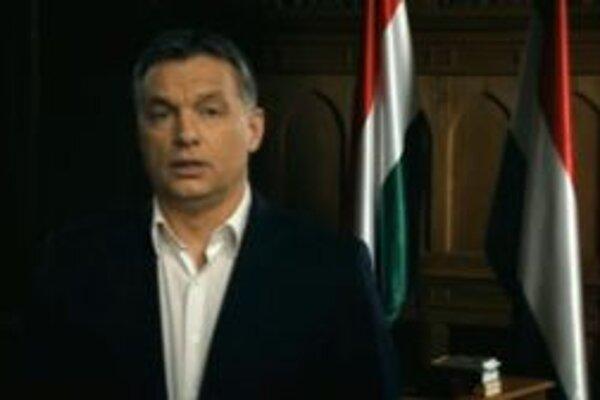 Maďarský premiér na videozázname, na ktorom ďakuje Maďarom za podporu.