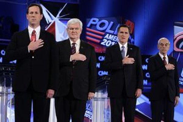 Republikánski kandidáti na prezidenta USA (zľava): bývalý senátor Pennsylvánie Rick Santorum, bývalý hovorca Bieleho domu Newt Gingrich, bývalý guvernér štátu Massachusetts Mitt Romney and reprezentant Snemovne Ron Paul.