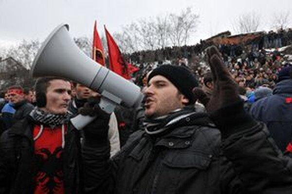 Protest Albáncov v Kosove.