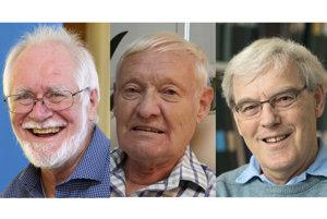 Laureáti Nobelovej ceny za chémiu zľava Jacques Dubochet, Joachim Frank a Richard Henderson.