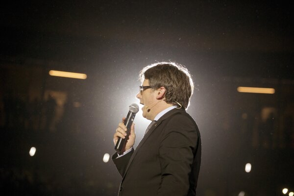 Puigdemont chce vládnuť z exilu.