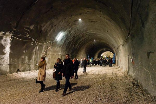 Tunel Považský Chlmec počas slávnostného prerazenia.
