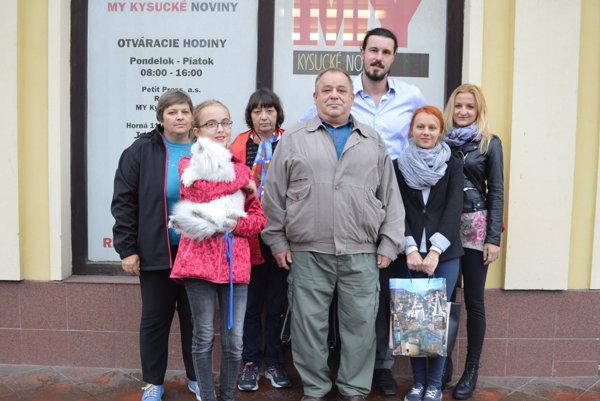 Spoločná fotografia ocenených spoločne so sponzorom súťažeFrantiškom Kučákom (tretím sprava).