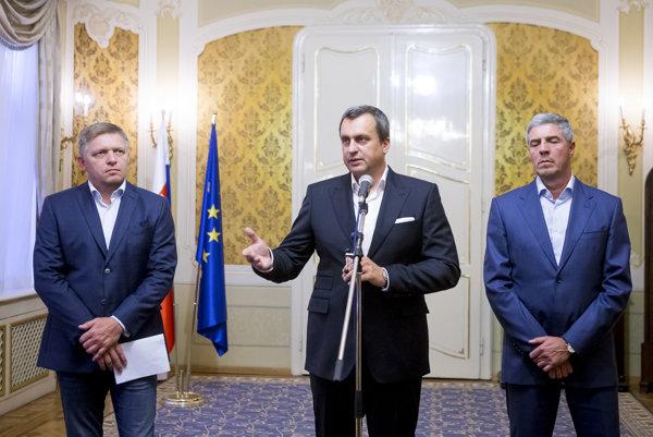 Vládna trojkoalícia na čele s Robertom Ficom (vľavo) a Andrejom Danko (v strede) a Bélom Bugárom.
