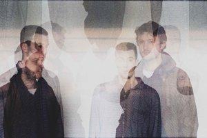 Kapela Poritco Quartet sa prezentuje umeleckými fotkami, ktoré vytvára ich bubeník Duncan Bellamy.