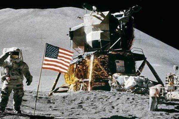 J. B. Irwin na Mesiaci.