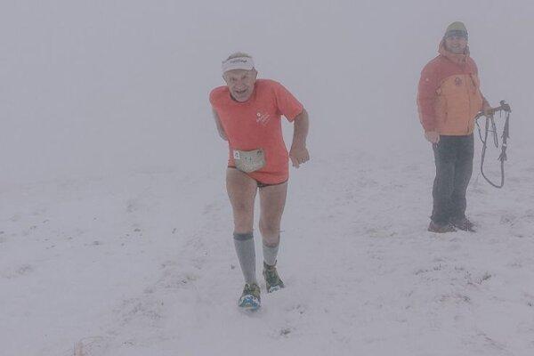 Stanislav Lofaj vybehol na vrchol Brestovej vo veku 70 rokov.