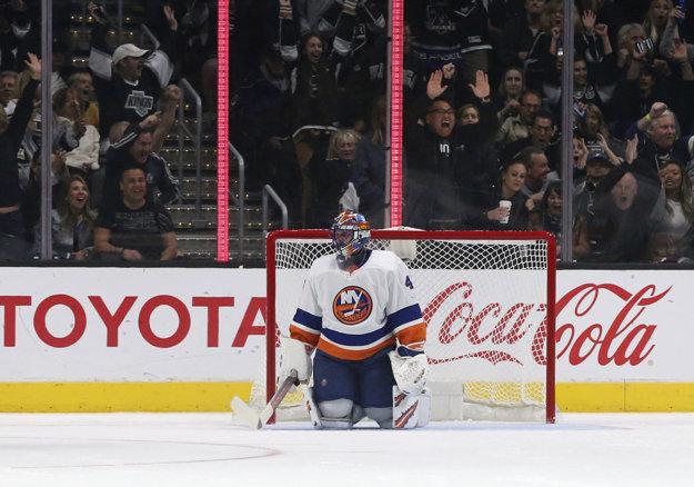 Jaroslav Halák v bránke New York Islanders inkasoval v Los Angeles tri góly.