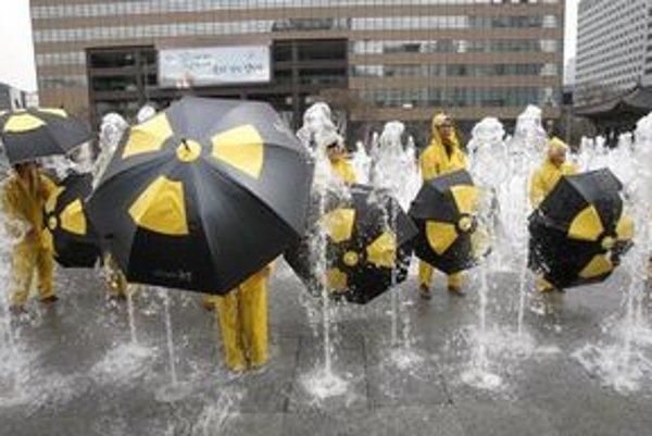 Vo svete rastie tlak na zatvorenie jadrových elektrární.