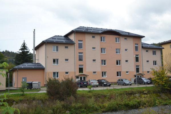 Nájomná bytovka v Dolnej Marikovej postavená zo ŠFRB.