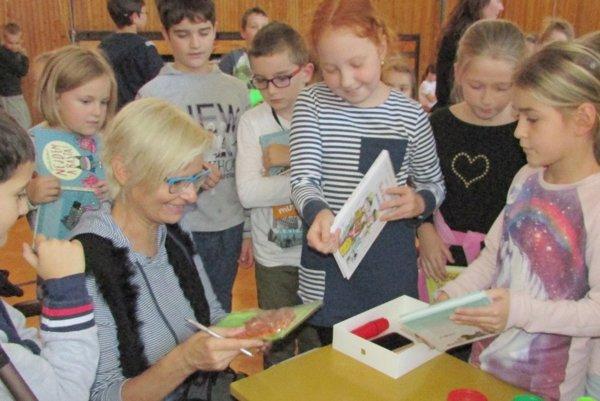 Knihy prišla čítať Gabriela Futová.
