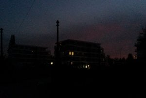 Park Anička v noci. Čoskoro by mal opäť svietiť.