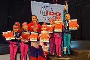 Disco dance skupina Minis.