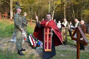 Obnovený vojnový cintorín v Zbojnom. Posvätili ho miestni a vojenskí duchovní.