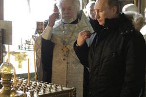 Ruský premiér  Putin si včera uctil obete pondelkového teroristického útoku.