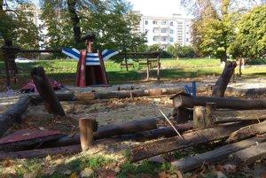 Z obľúbeného ihriska ostali len kusy dreva
