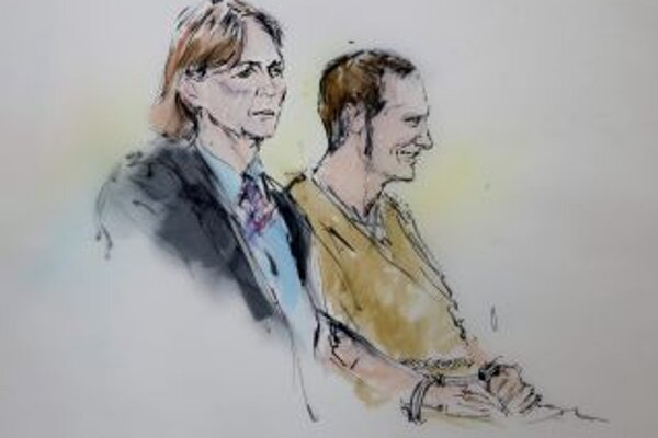 Jared Lee Laughner na súde so svojou právničkou odmietli obvinenia.