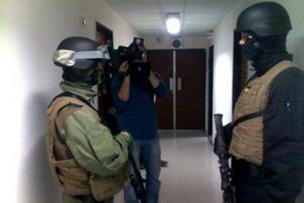 Do budovy ČT vtrhli ozbrojenci vojenskej polície.