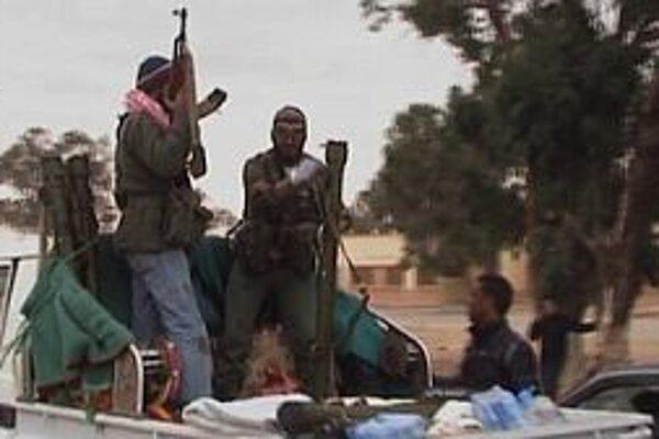 Líbyjskí rebeli v Benghází.