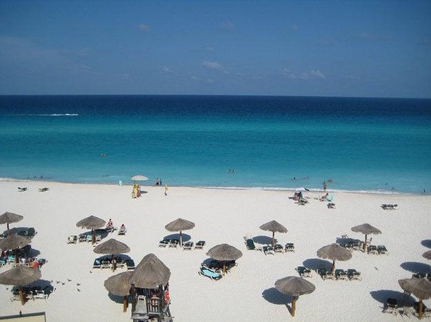 Pláž pri Cancúne, Mexiko.