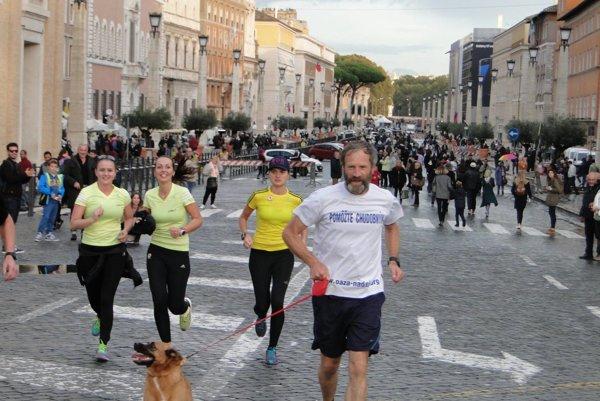 Peter Gombita počas svojej minuloročnej ultramaratónskej expedície do Vatikánu.